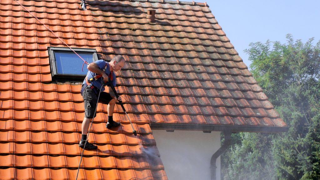 Nettoyage et démoussage toiture Haute-Garonne